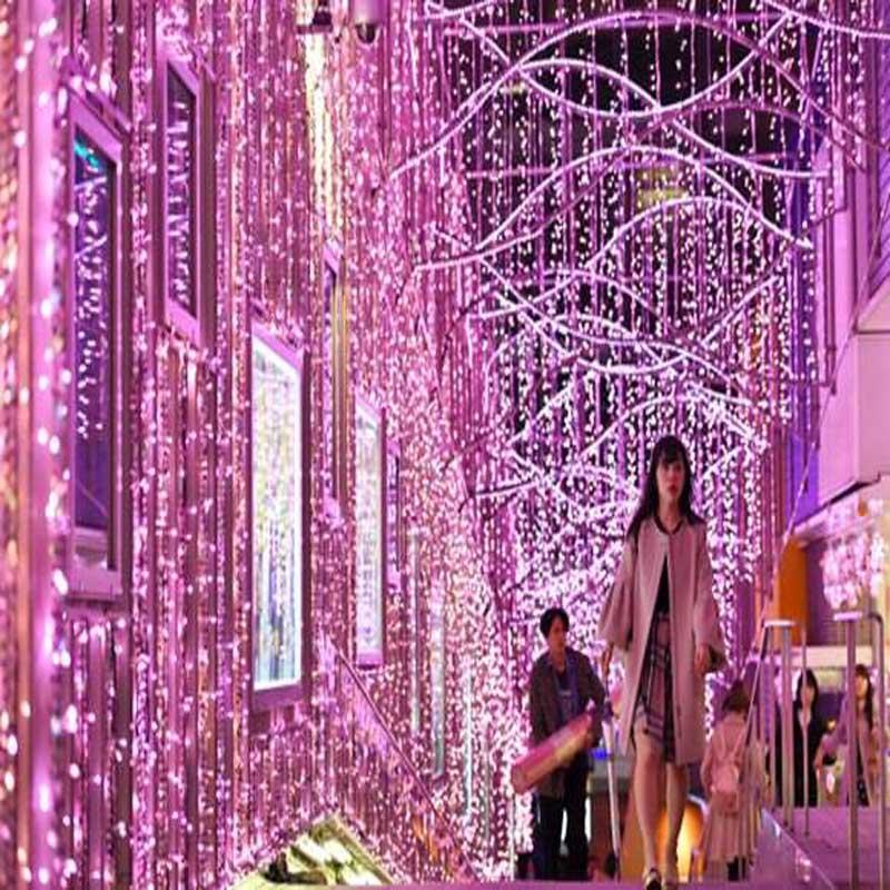 Tokyo Shinjuku Cherry Festival Lantern se compone de 300,000 luces LED