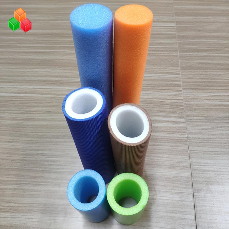 Tubos redondos de espuma huecos súper suaves de color de logotipo de forma personalizada Tubo redondo de espuma EVA de PVC EVA para equipos / empaques de parques infantiles interiores